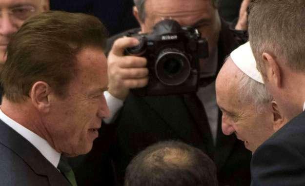 Sotto la foto di papa Bergoglio 70106ef2351